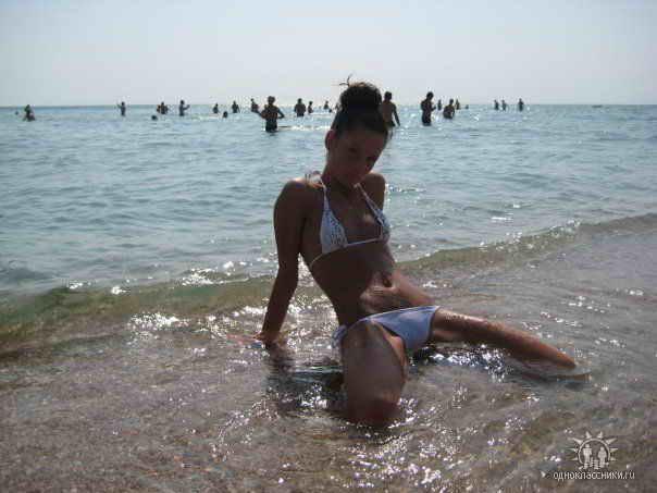 Фото девушек из социальных сетей на пляже 03
