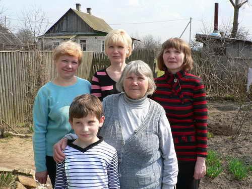 Мама, Оля, Галя, бабушка + правнук